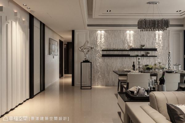 餐厅的墙面以文化石作为铺陈,黑色层架装饰其中,一旁饰以风格装饰品,创造室内端景。