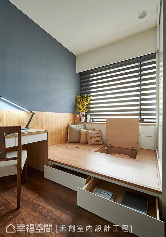 墙面漆以铁灰色展现男孩子的气息,床铺下方亦规划上掀式与抽屉式的实用收纳机能。