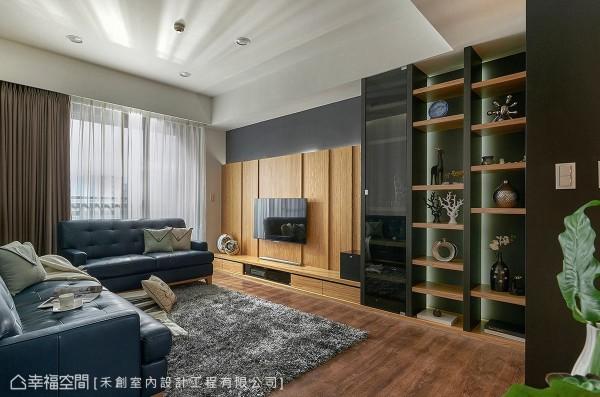 电视主墙与机柜同样以木质呈现。