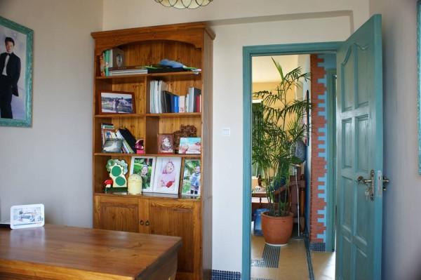 小空间的书房,却不显得拥挤。