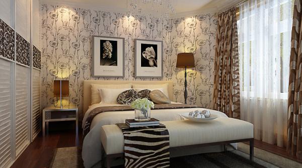 卧室以温馨为主调进行配饰设计。壁纸、软装及配饰上打造温馨舒适的休息环境。