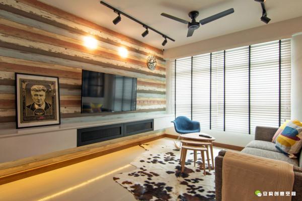 整个项目从拆除厨房和卧室里的一些墙壁开始,这样才能给人带来一种更加宽敞的感觉。