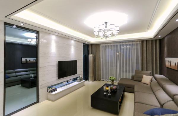电视背景墙两边利用对称的黑色塑钢内嵌的灰镜,中间为爵士白大理石,既增加了空间的视觉感受,又显得端庄大气。