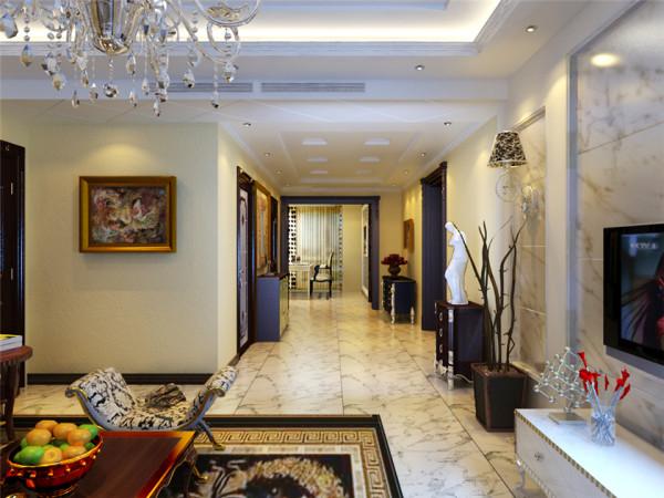设计理念:本案为古典欧式风格,运用带有纹路的高档瓷砖配以欧式的家具,尽显奢华。 亮点:门与垭口的颜色使整个空间稳重而不压抑。