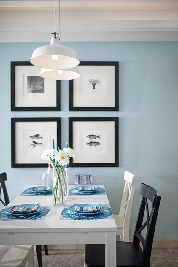 餐区:微晶石的地面砖,色调是浅咖系列,在蓝白的搭配下稳重,时尚感俱佳。