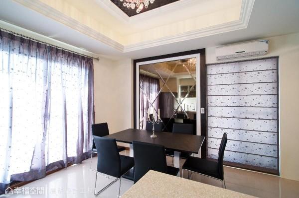 采艺术线板与深色木框收边的菱格纹茶镜主墙,呈现新古典意象外,也放大场域空间感。