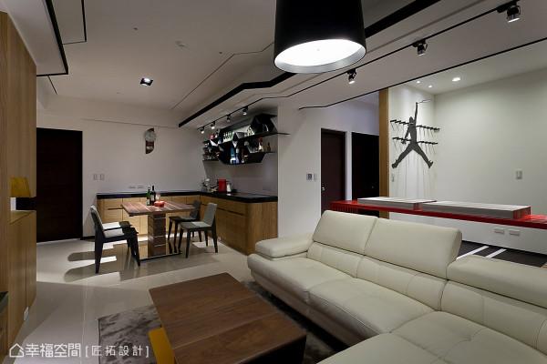 餐厅、客厅与开放书房串联为敞朗的公共场域,成为屋主一家幸福的角落。