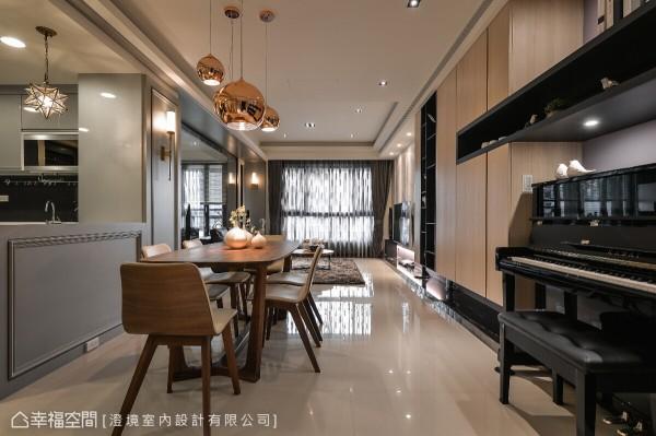 澄境室内设计缜密的分析空间属性及目的,形构出开放空间,使客、餐厅成为同一面向,让窗外暖阳盈满于内。