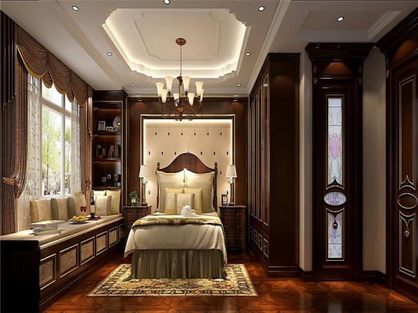 主卧整个空间以华丽、明亮的色彩,配以精美的造型达到雍容华贵的装饰效果。