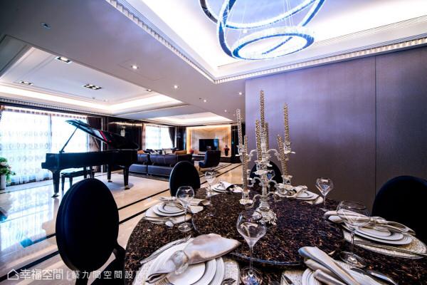 设计总监Amanda精心挑选水晶吊灯光环与金属质感的手工烛台,来演绎Art Deco中的奢华质感。