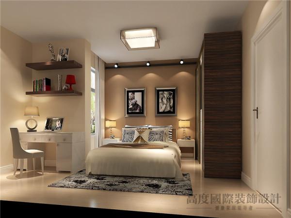 卧室的设计并非一定由多姿多彩的色调和层出不穷的造型来营造气氛。大方简洁、清逸淡雅而又极富现代感的简约主义已经越来越受到人们的欣赏和喜爱了。