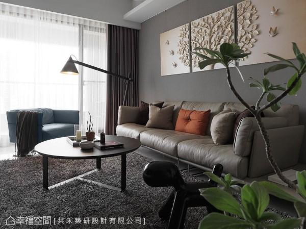 空间中的家具及摆饰皆为屋主自行选购,在陈煜棠设计师的整合规划之下,展现别具品味的风格美学。