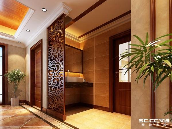 木质雕花屏风使得空间感更强。