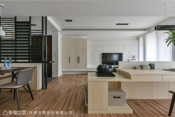 温润的木地板是串联全室场域的重要主角,将温暖质地带到空间每个角落。