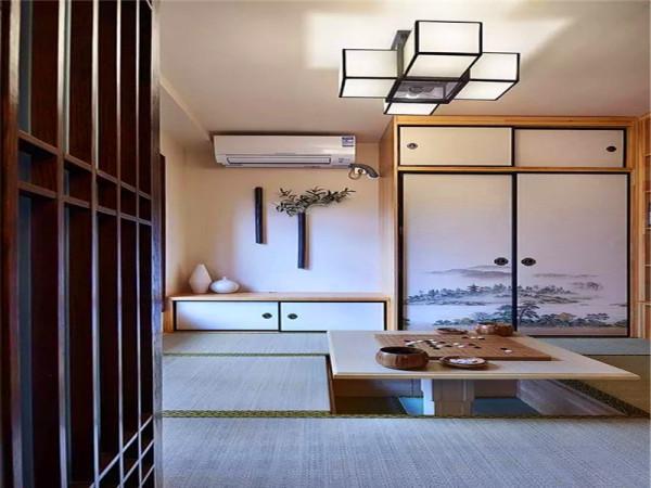 餐厅边上的榻榻米:餐厅边上的小房间设计成榻榻米休闲区,榻榻米之下都是储物空间。