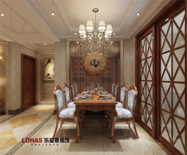 小区名称:天河悦城面积:129户型:三室两厅两卫风格:欧式风格造价:12万餐厅对面采用茶镜上墙,提升餐厅采光效果,空间视觉效果2倍放大。
