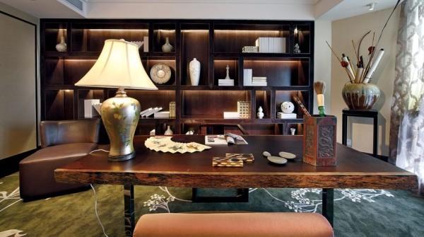 书房的设计,简易的实木搭配,实用却不是古典韵味