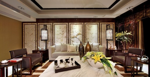 客厅的装修特色在于屏风的设计以及古香古色的地灯营造出来中国文化的低调内敛,白色的屏风和白色的现代沙发融合在一起