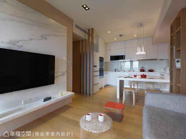 大理石电视墙延伸做台面层板,节省电视柜的空间并凸显整体设计感。