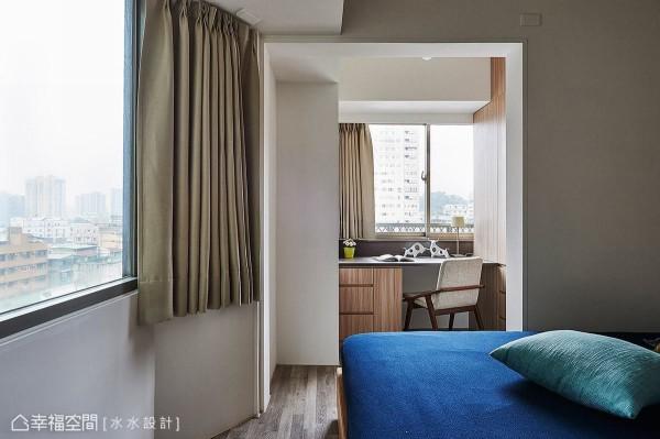 于主卧室增加书房机能,让女主人拥有完整的私人休憩空间。