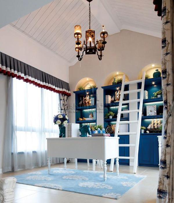 书房:蓝白主题的设计,书柜之间放与搭配梯子,生活需要精心搭配