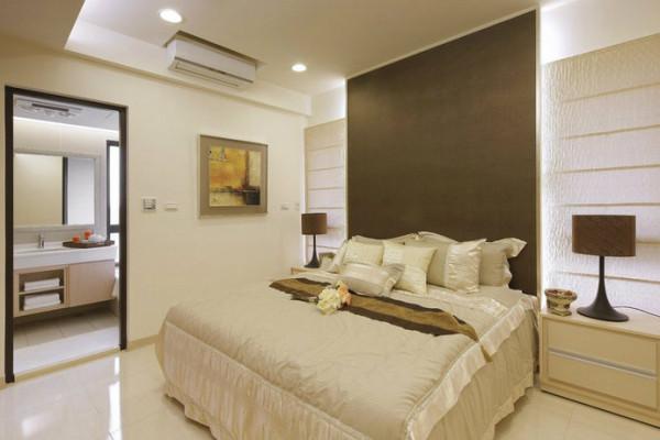 床头仿皮革壁布让主卧室有着低调品味;泡澡区则发挥建案面对绿带的优势,释放减压的休闲气息,除了洗涤身心,也自然卸下一天的疲惫。