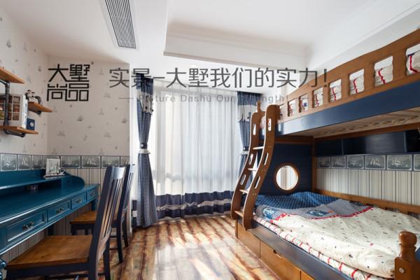 儿童房用蓝色和黄色突出清新淡雅的海边风格,上下床的