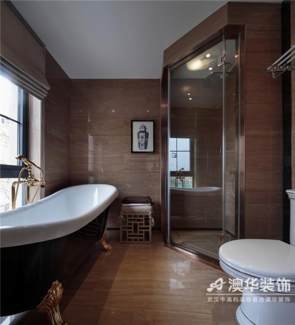 经典干湿分区处理轻松实现空间的整洁有序性,呈现出干净清爽的浴室环境。浅咖啡色大理石墙地砖满贴的空间,在自然光与灯光的调和下,更显沉稳厚重,给人以无处不在的安全感。