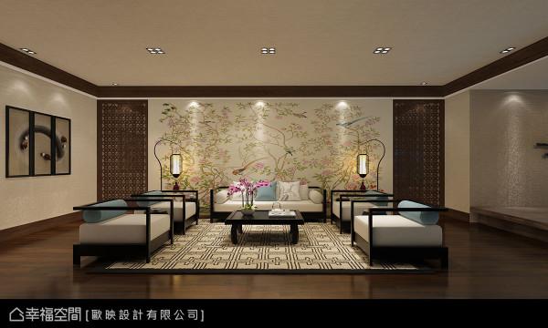 主墙以典雅的百鸟图为景,实木夹玻璃的推拉门加重主墙视觉份量,同时也是通往厨房与主卧室的入口。 (此为3D合成示意图)