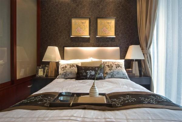 卧室:奢华既非繁杂的雕饰,更非金碧辉煌的装饰,只要充分地运用材质的特点,现代的设计也可以传达视觉与舒适的平衡。