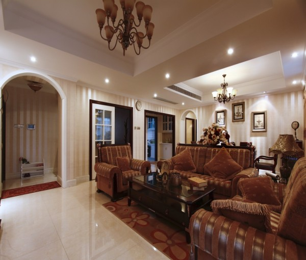 吊灯和沙发整体欧式风格
