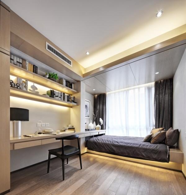 靠窗的榻榻米和长长的书桌搭配使小房间可以做儿童房也可以是书房。