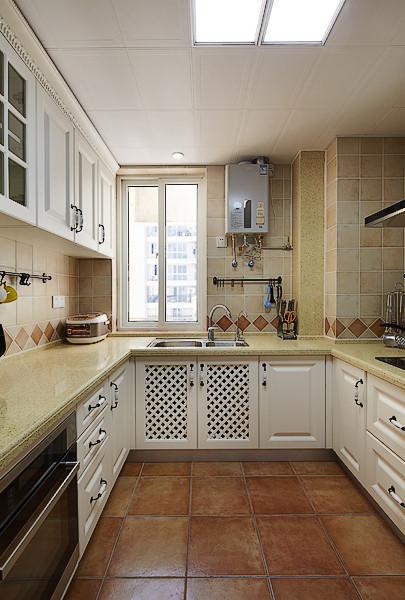 仿古面的墙砖、橱具门板喜好用实木门扇或是白色模压门扇仿木纹色