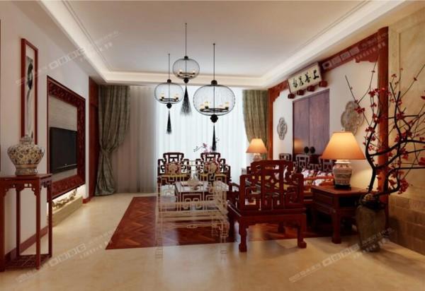 全部选用中式风格装饰,体现纯粹的中式之美。灯笼造型吊灯和古宅大门样式的墙面别出心裁,与上方横匾相映成趣。