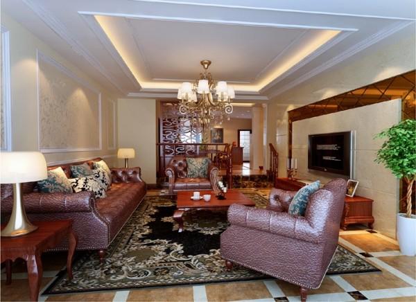 电视背景墙上的金色镶边点缀,提升了整个起居室华丽感,却又避免了矫揉造作