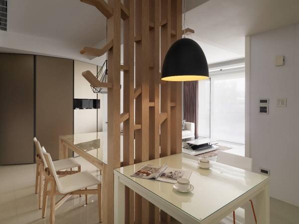 细节中,外突於结构体上的树状分枝设计,规划前不仅贴心计算入居住者身高,并刻意转折、修以圆弧导角。