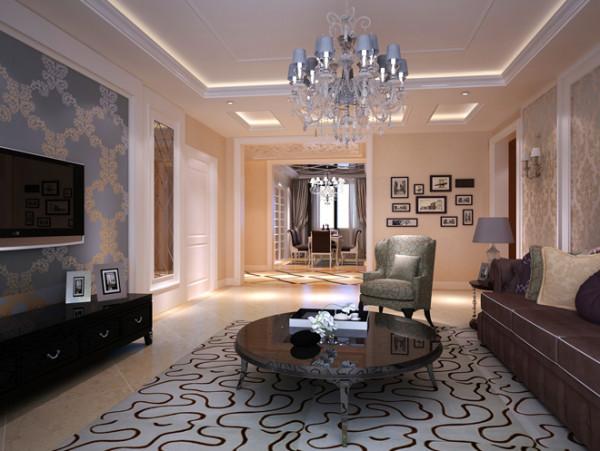 整体以亮白色为主色调,其中融入深色系体现出主人质感的生活品味。过道墙面以大小不一的工艺画为装饰,营造出一种轻松舒适的氛围。