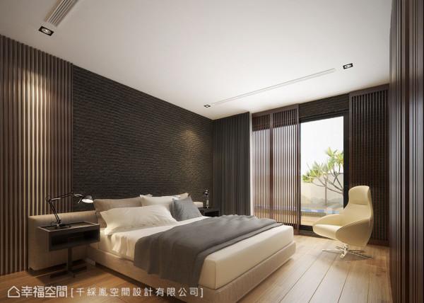 床头壁面喷石头漆流露出自然感,衔接上井然有序的格栅,与窗台的格栅推门相呼应,为空间注入轻日式和风。 (此为3D合成示意图)