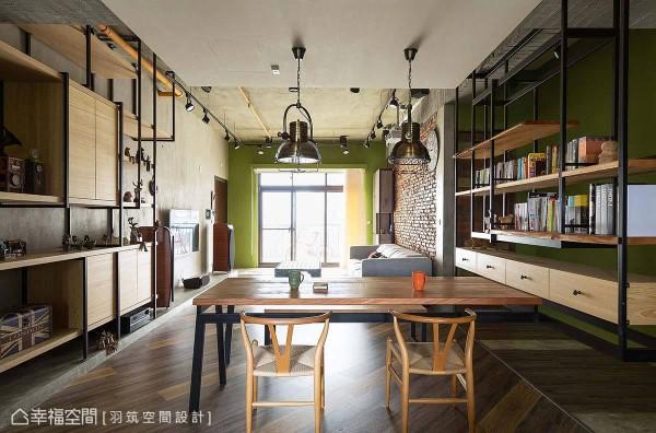 吊柜与工作桌一体成型,两两相对的吊柜设计相呼应,展现出悬空的飘浮视感。