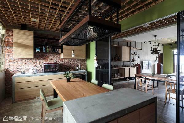 中岛区吧台和炉具工作台,皆结合木作再覆以易胶泥为台面,展现现代感的设计手法。