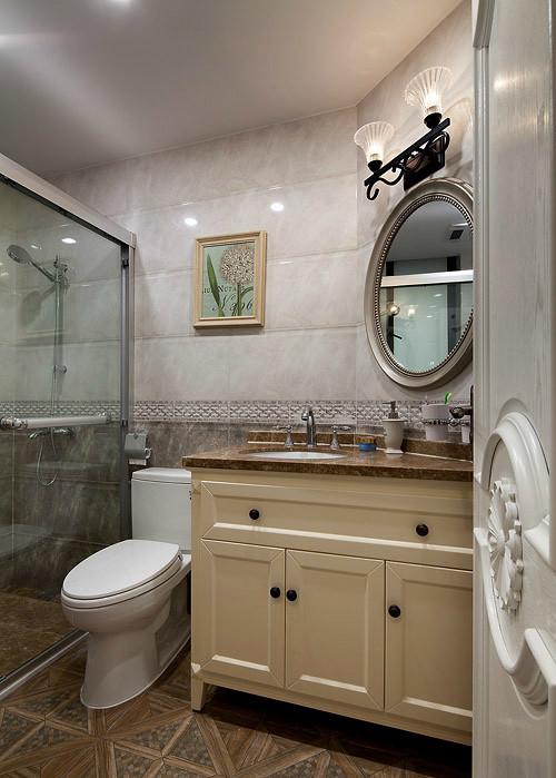 卫生间的设计注重功能,安全方便是首要考虑的因素。