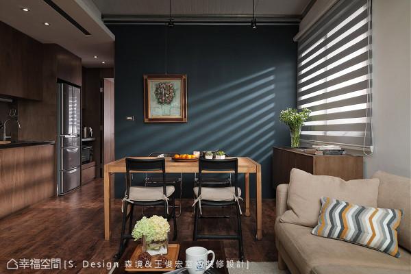 机能动线经过精心铺排,构筑在长形格局的架构中,让收纳、房间与行走动线均适得其所。