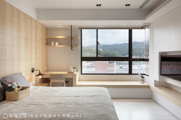 主卧房 进入男孩房,空间中以窗框景,让山峦绿意的绝佳景致成为自然的画作。