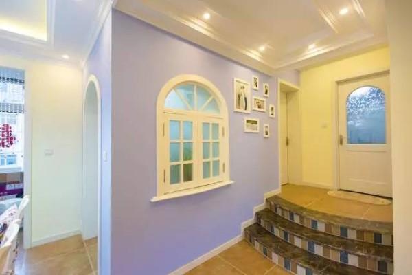 走廊:最爱的小窗户,照片墙贴的有点太往上了。