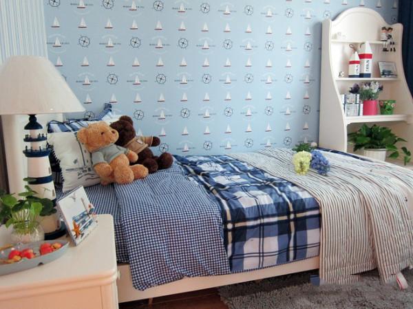 在家具选配上,通过擦漆做旧的处理方式,搭配贝壳、鹅卵石等,表现出自然清新的生活氛围。.