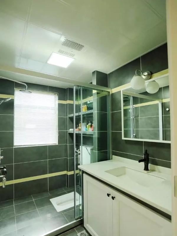 卫生间用灰色墙地砖。