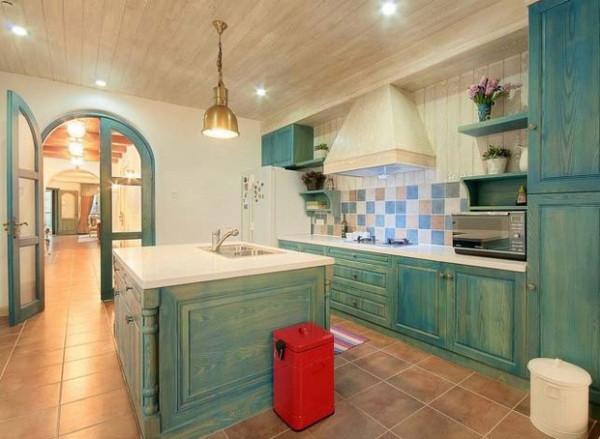 ,一个圆弧形的拱门,一个流线型的门窗,都是地中海家装中的重要元素。