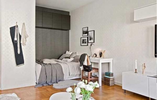 这房间凸出去的地方好像就是为这张床而设的。