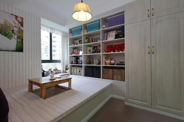 榻榻米的书房,也能用作会客,一起喝杯下午茶吧!