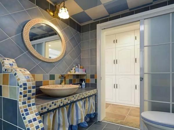 洗手台也是自砌的。